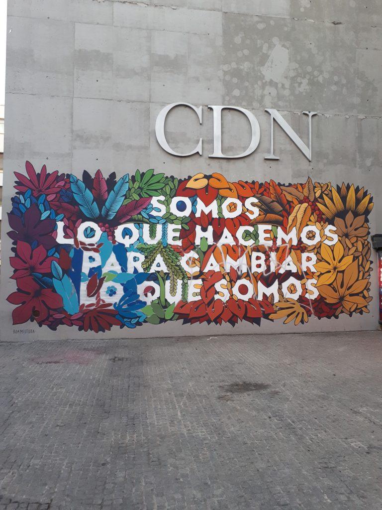 Hasło na ścianie Centro Dramático Nacional. Fot. Kamila Łapicka