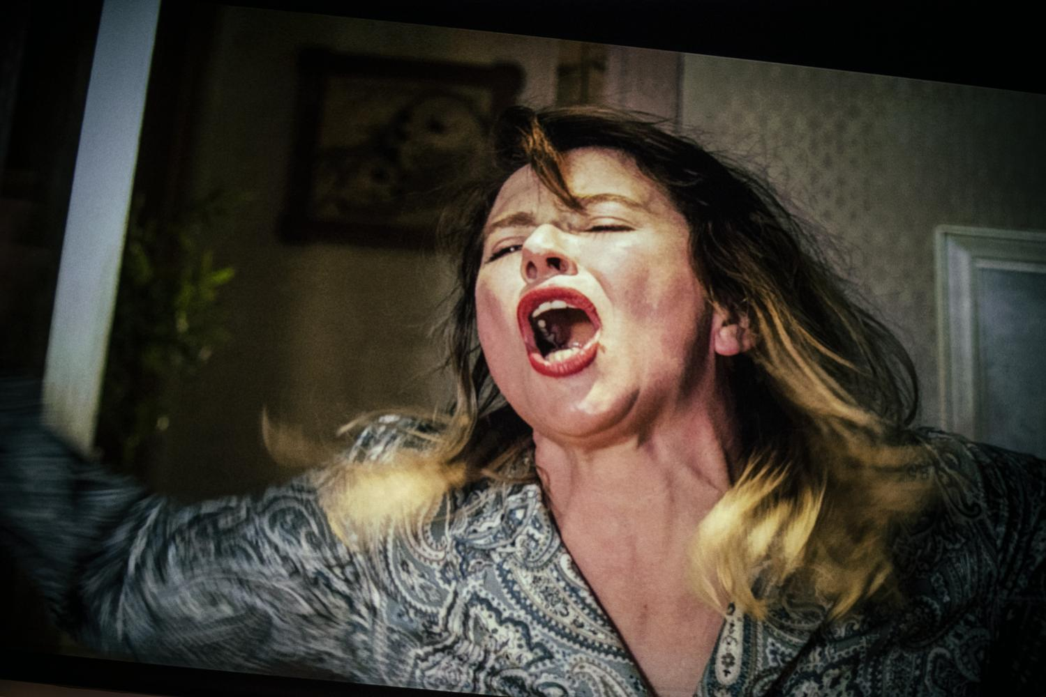 """Pod presją"" (reż. Maja Klaczewska). Teatr Śląski. Fot. Magda Hueckel"