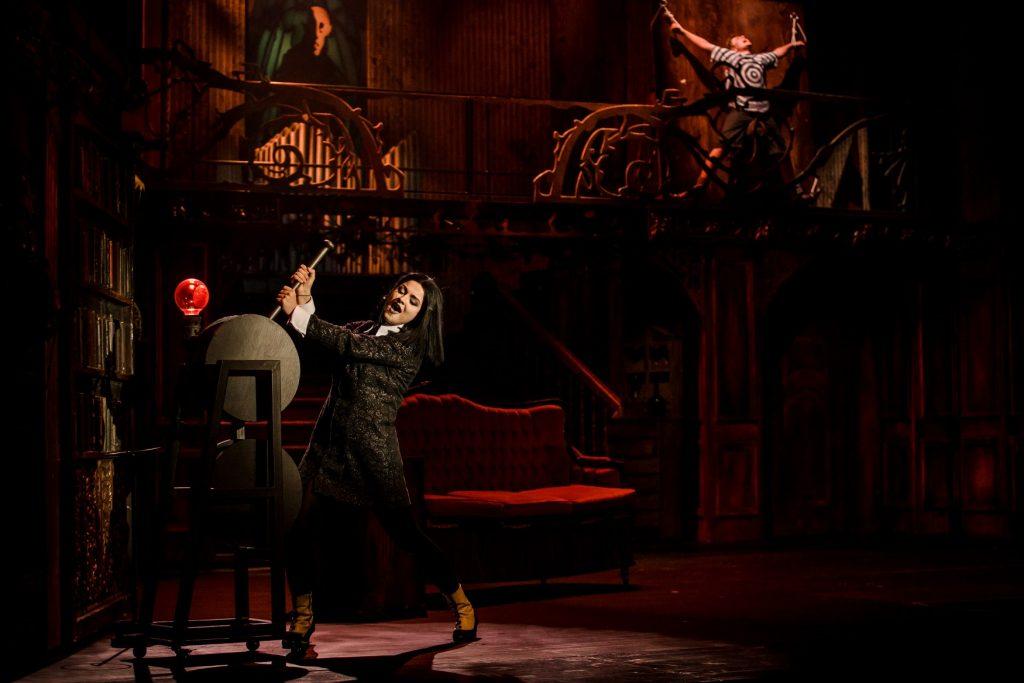 """""""Rodzina Addamsów"""", reż. Jacek Mikołajczyk, Teatr Syrena w Warszawie. Fot. Kasia Chmura"""